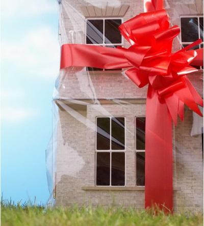 Как оформить договор дарения доли квартиры ?